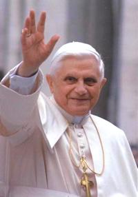 Benedicto XVI afirma la obligación de los pastores de emitir juicios morales