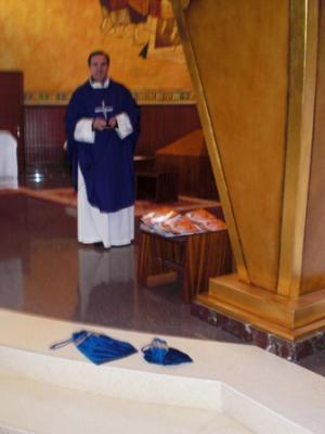 Bendición y entrega del álbum del Evangelio de los domingos